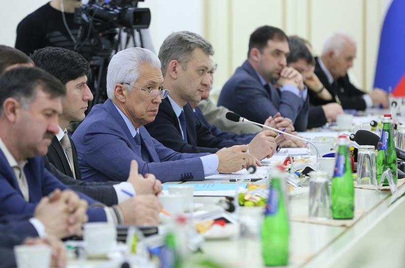 Владимир Васильев призвал политические партии объединиться за честные выборы