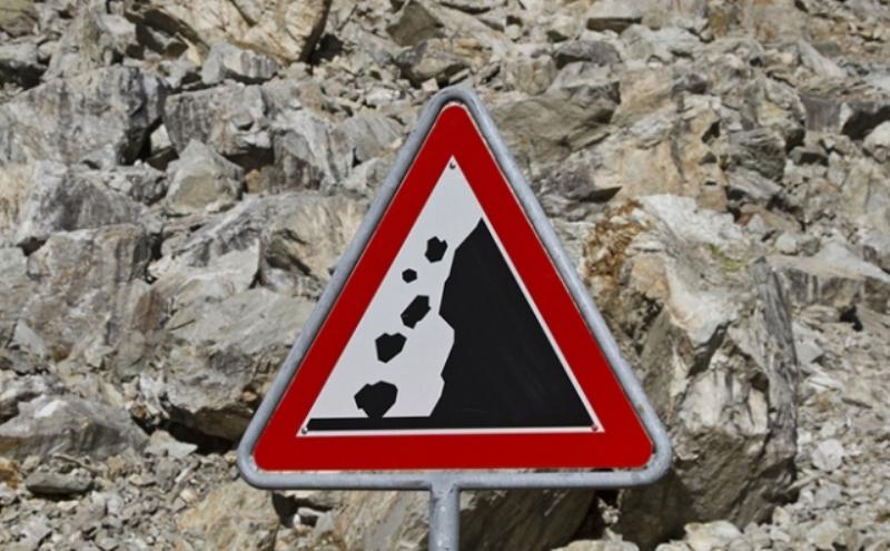 Камнепад перекрыл автодорогу Согратль – Чох