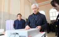Врио главы Дагестана проголосовал на выборах президента РФ