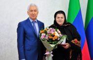 Владимир Васильев наградил дагестанских женщин