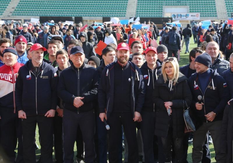 Игорь Баринов провел межнациональную зарядку в Махачкале