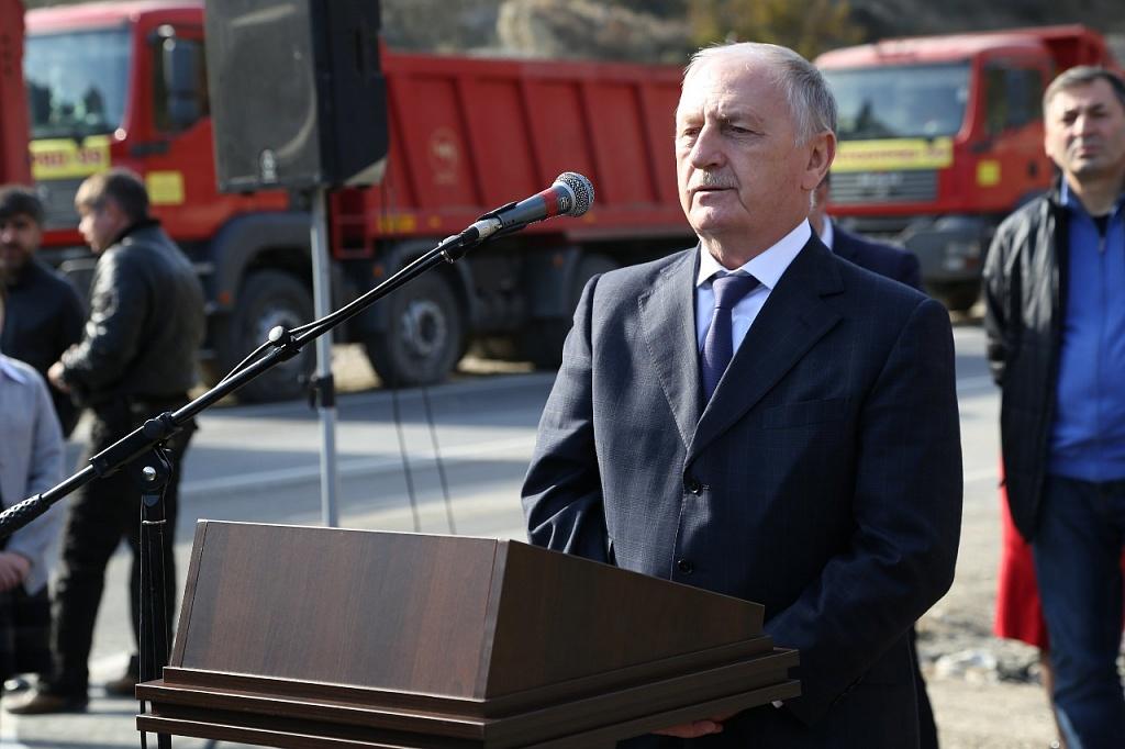 Загид Хучбаров уволен с государственной службы