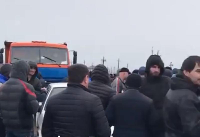 Жители села Новокули блокировали трассу, протестуя против отключения света