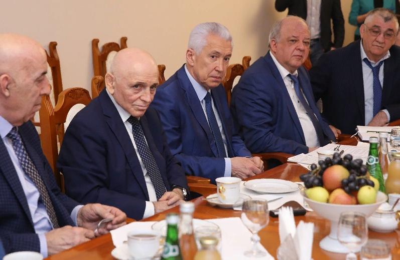 Владимир Васильев встретился с дагестанскими борцами