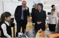 Уммупазиль Омарова посетила центр развития талантов «Гений»