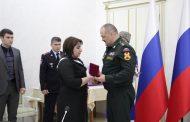 Сергей Меликов вручил награды родственникам погибших омоновцев