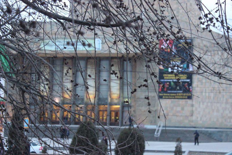Русский театр закрывает 92-й театральный сезон