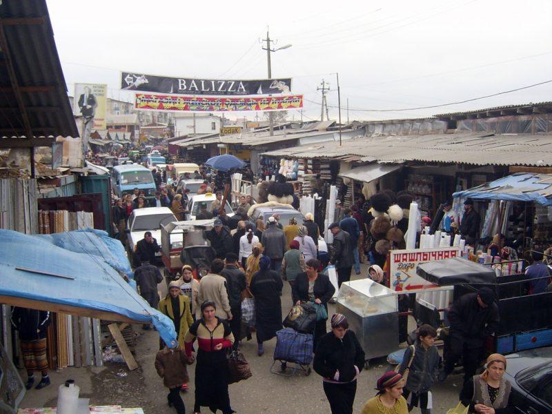 В Хасавюрте прошел митинг торговцев рынка