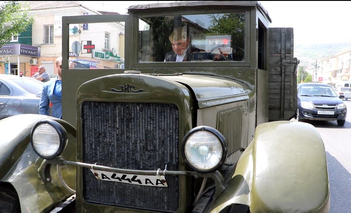 Автопробег ретро-автомобилей прошел в Махачкале