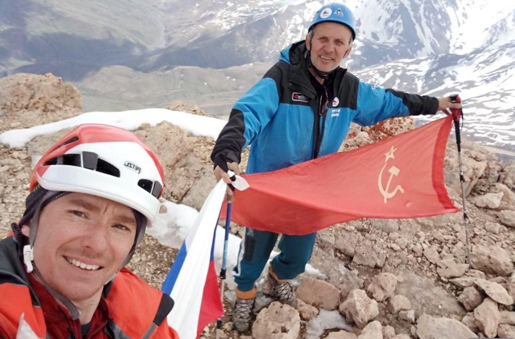 Альпинисты посвятили Дню Победы восхождение на горы Дагестана