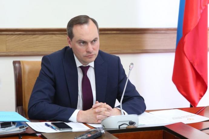 Артем Здунов демонстративно покинул правительственное совещание