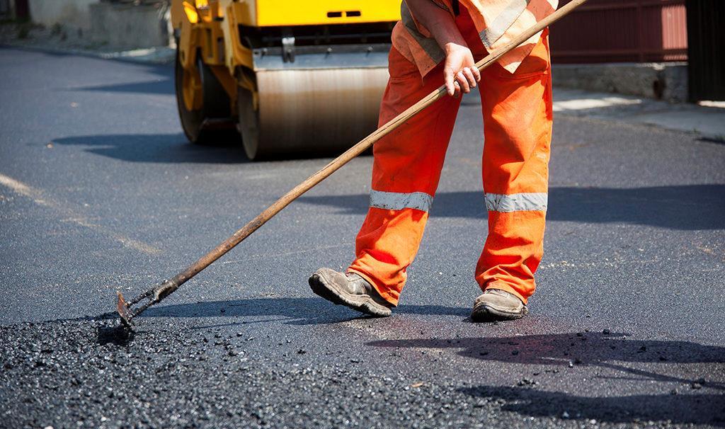 В Махачкале отремонтируют 35 убитых дорог