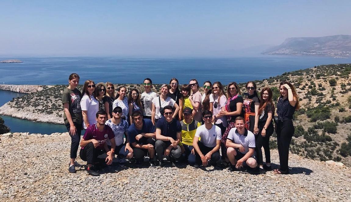 ДГУНХ отправил лучших студентов в Турцию
