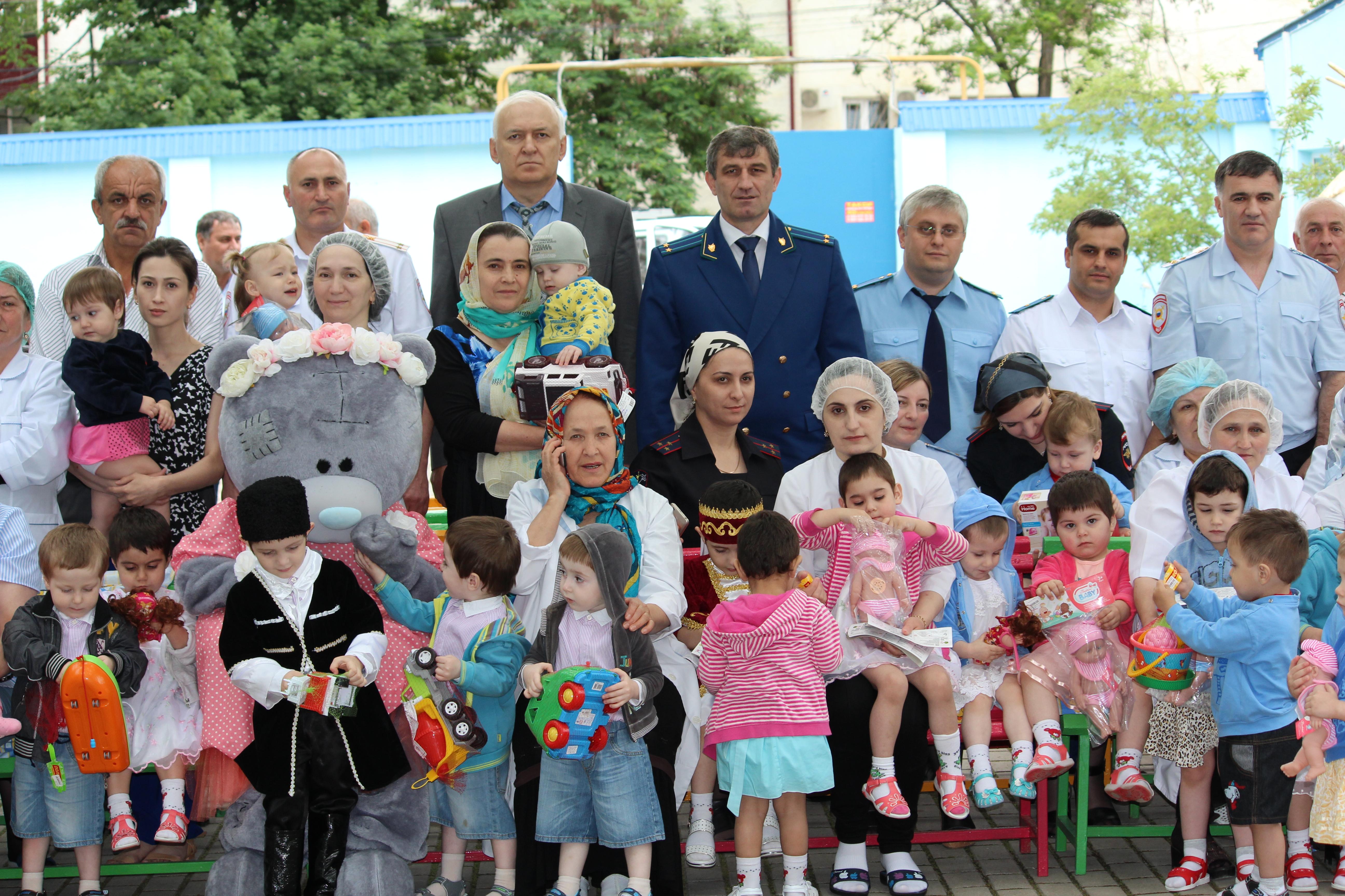 Коллектив Россельхознадзора Дагестана посетил дом ребенка в Буйнакске