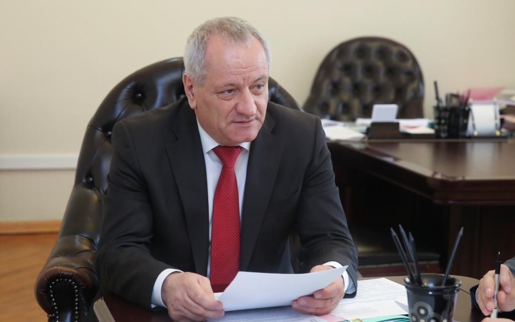 «Росбалт»: Рамазан Алиев признал, что поручил обслуживать частный «мерседес» в госгараже