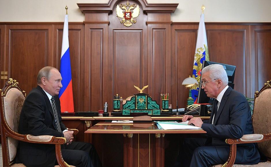 Владимир Путин провел рабочую встречу с Владимиром Васильевым
