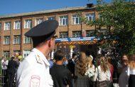 Накануне Дня знаний полиция обходит дворы и квартиры вблизи школ