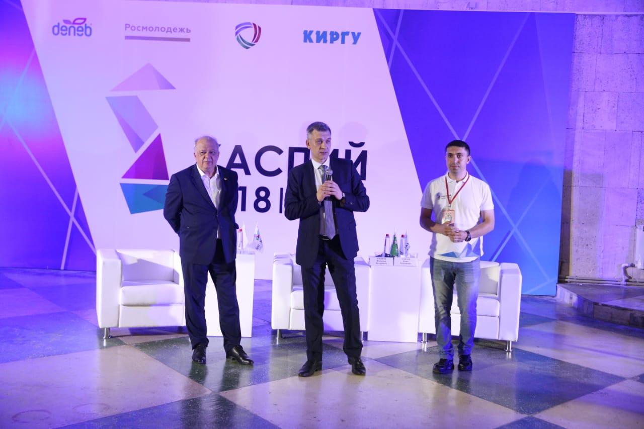 Владимир Иванов встретился с участниками форума «Каспий-2018»
