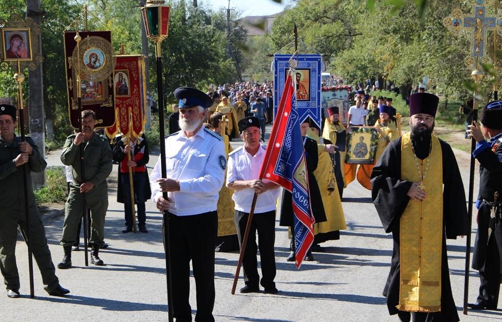 Около двух тысяч человек прошли крестным ходом по улицам Кизляра