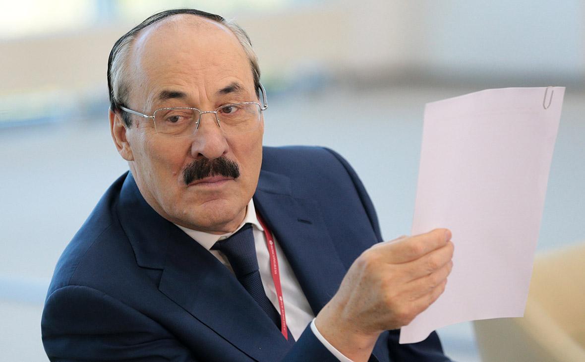 Рамазан Абдулатипов поздравил Хабиба Нурмагомедова с победой