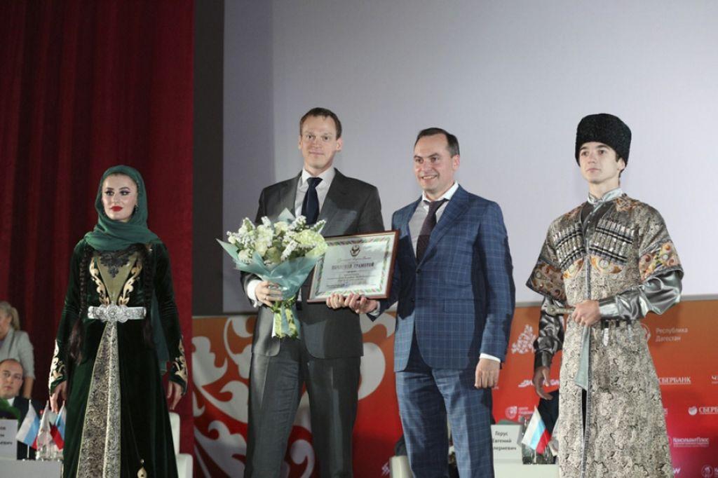 Артем Здунов наградил победителей конкурса «Лучший МФЦ»