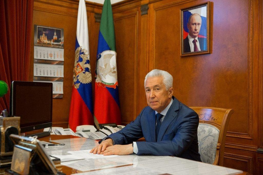 Владимир Васильев поздравил Хабиба Нурмагомедова с победой