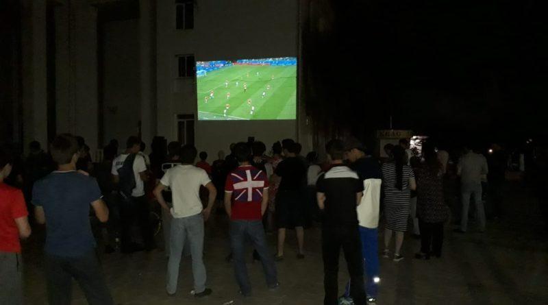 В Дагестанских Огнях матч Россия - Египет транслировался на большом экране
